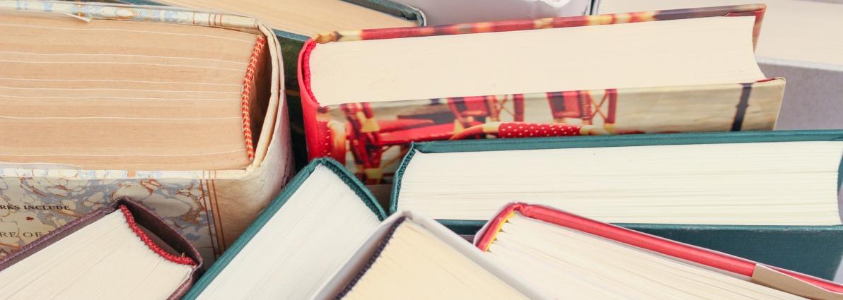 books-1194457_1920
